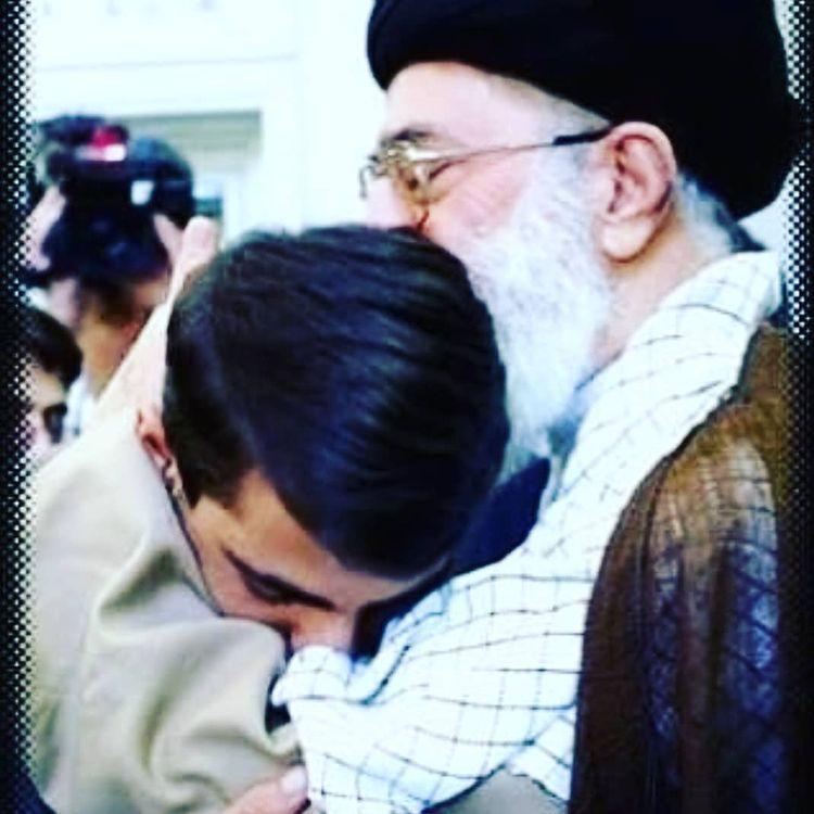 جعفر فرجی در آغوش رهبری
